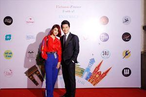 Khôi Trần tình tứ cùng Kim Tuyến tại sự kiện tuần lễ văn hóa Việt-Pháp