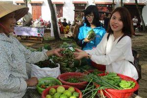 Chợ phiên Hội An toàn rau hữu cơ và nói không với túi ni lông