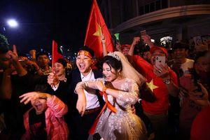 Nóng trên mạng xã hội: Buồn vui sau bão mừng Việt Nam vào chung kết AFF Cup