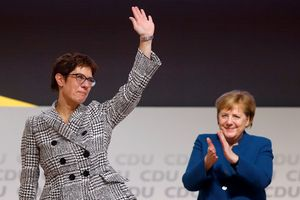 Đảng cầm quyền Đức tìm được người thay thế bà Merkel