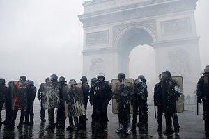 Pháp huy động xe bọc thép hứng 'bão' biểu tình mới