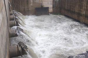 Trạm bơm thành phố Vinh hoạt động hết công suất chống ngập