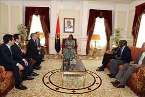 Đồng chí Trần Quốc Vượng thăm và làm việc tại Angola
