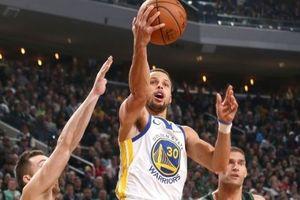 Golden State Warriors đè bẹp 'Bầy hươu' và lập kỷ lục mùa giải