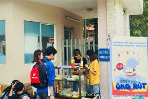 Chia sẻ với người nghèo, sinh viên Đà Nẵng bán bánh mỳ 10k để nuôi quán cơm giá 2.000 đồng