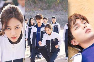 'My Strange Hero' phát hành những bức ảnh mới: Yoo Seung Ho và Jo Bo Ah chơi trò chạy ba chân đầy tình cảm