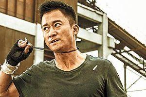 Hoa Biểu 2018: Bỏ qua nghi án trốn thuế, Ngô Kinh vẫn đạt giải Nam diễn viên ưu tú nhờ 'Chiến Lang 2'