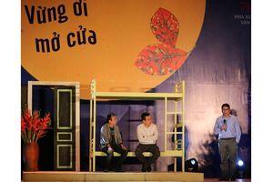 'Vừng ơi mở cửa' - cuộc hội ngộ của các thế hệ sinh viên Văn khoa
