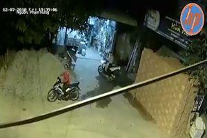 Trộm vào tận nhà cuỗm xe máy, bị chủ đuổi theo quật ngã