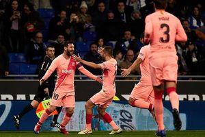 Messi lập cú đúp đá phạt, Barca đại thắng Derby Catalan