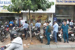 Nhận diện đối tượng nghi dùng súng cướp ngân hàng Việt Á