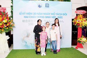 Cặp song sinh Việt - Đức sau 30 năm mổ tách: Sự hồi sinh kỳ diệu