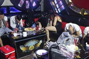 Cảnh sát đột kích 2 quán karaoke, phát hiện hơn 50 thanh niên 'phê' ma túy