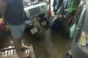 Đà Nẵng phố biến thành sông, hàng loạt nhà dân ngập trong biển nước