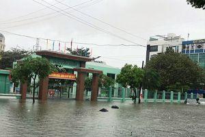 Nhiều trường học bị ngập sâu, học sinh Đà Nẵng phải nghỉ học