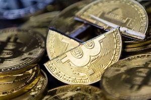 Giá Bitcoin tiếp tục giảm mạnh, bong bóng tiền ảo đang vỡ?