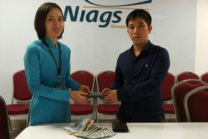 Tiếp viên Vietnam Airlines tìm người trả lại 10 triệu đồng và 900USD