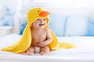 Cách nuôi trẻ dưới 1 tuổi đúng chuẩn để bé khỏe mạnh, thông minh