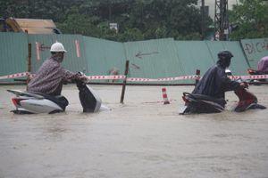 Mưa lớn khiến nhiều tuyến đường tại Đà Nẵng bị ngập úng