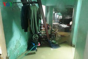 Mưa lớn tại Quảng Trị, 2 mẹ con bị nước cuốn trôi xuống cống mất tích