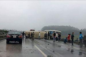 Hai ô tô khách đâm nhau trên cao tốc Nội Bài- Lào Cai