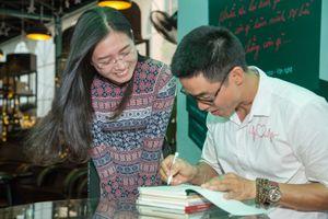 Nguyễn Phong Việt ra mắt tập thơ 'Chỉ cần tin mình là duy nhất'