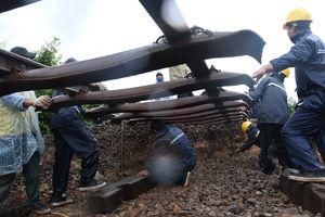 Đường sắt Bắc - Nam liên tục bị ách tắc do sạt lở