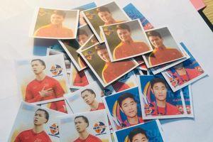 Cô giáo 9X in hình ĐT Việt Nam lên sticker tích điểm cho học trò