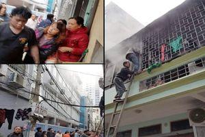 Cháy nhà 2 tầng ở Hà Đông, người dân phá cửa cứu nam thanh niên ngạt khói