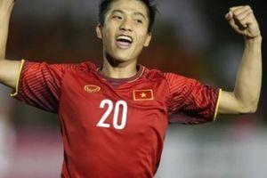 Được 'thả thính', Phan Văn Đức nói gì về cơ hội chơi bóng tại Thái Lan?