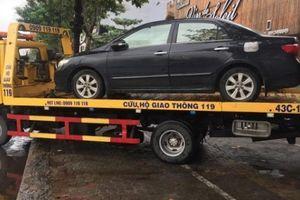 Đà Nẵng: Xế xịn ngập nước chờ 'giải cứu', xếp hàng vào gara