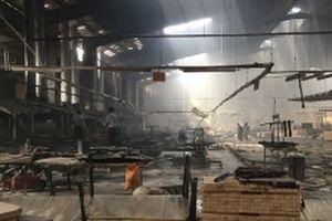 Cháy nhà xưởng công ty sản xuất đồ gỗ tại Bình Dương