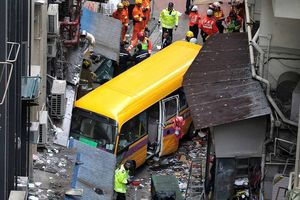 Xe buýt không người lái lao lên vỉa hè ở Hồng Kông, 2 người chết, 12 người bị thương