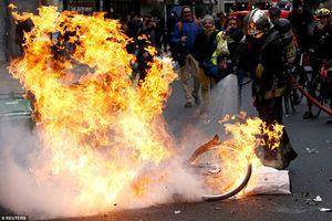 Hãi hùng cảnh tượng như 'vùng chiến sự' ở Pháp vì biểu tình