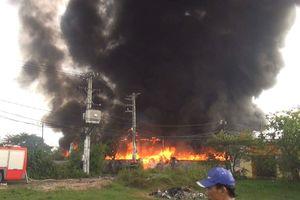 Kinh hoàng đám cháy 3 nhà xưởng ở huyện Bình Chánh, TP HCM