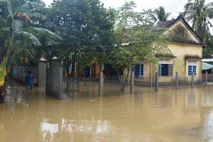 Mưa lũ, lốc xoáy gây thiệt hại nặng ở Quảng Ngãi, 1 người mất tích