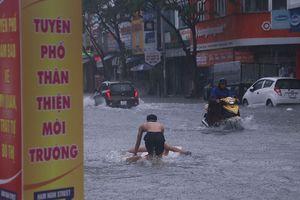 Đà Nẵng thành sông sau mưa lớn, người dân không kịp trở tay