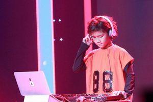 Cậu bé người lai 'gây bão' sân khấu Biệt Tài Tí Hon với khả năng DJ siêu đỉnh