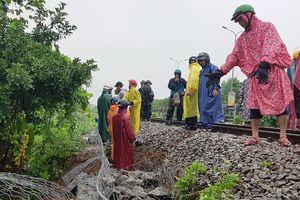 Đường sắt Bắc - Nam đã thông tuyến trở lại sau khi khắc phục sạt lở do mưa lớn