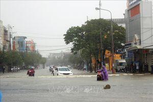 Mưa lớn, hàng trăm nhà dân ở Quảng Nam chìm trong biển nước