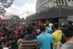 Người hâm mộ bóng đá Malaysia cũng phải săn vé 'chợ đen'