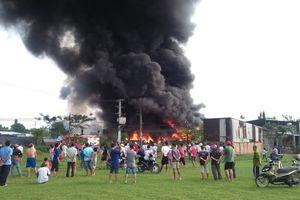 Cháy lớn tại kho phế liệu, hàng trăm cảnh sát cứu hỏa
