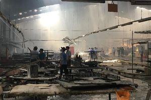 Cháy lớn tại công ty gỗ ở Bình Dương, hàng trăm công nhân bỏ chạy thoát thân