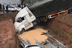 Quảng Ninh: Xe container gây tai nạn liên hoàn, đâm nát nhiều ô tô con