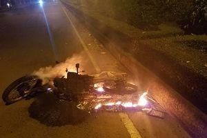 Đồng Nai: Chiếc xe máy bất ngờ bốc cháy khiến một nam thanh niên bị thương nặng