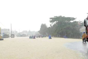Trung Bộ mưa trắng trời, ngập thành sông do đâu?