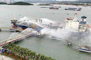 Thao diễn xử lý cháy lớn tại Cảng dầu B12