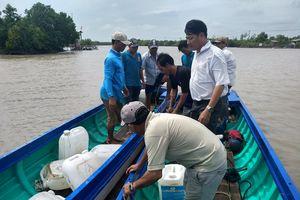 Vỏ lãi tông sà lan ở Cà Mau, khiến 2 người chết và mất tích