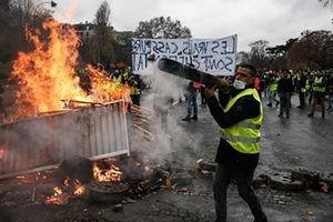 Pháp - Mỹ đấu khẩu vì biểu tình ở Paris, Nga bất ngờ lên án Mỹ vụ Huawei