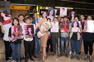 Đỗ Mỹ Linh, Bùi Phương Nga ra sân bay đón Tiểu Vy trở về từ Miss World